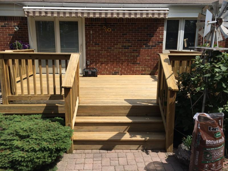 backyard deck completed in Madison Hgts